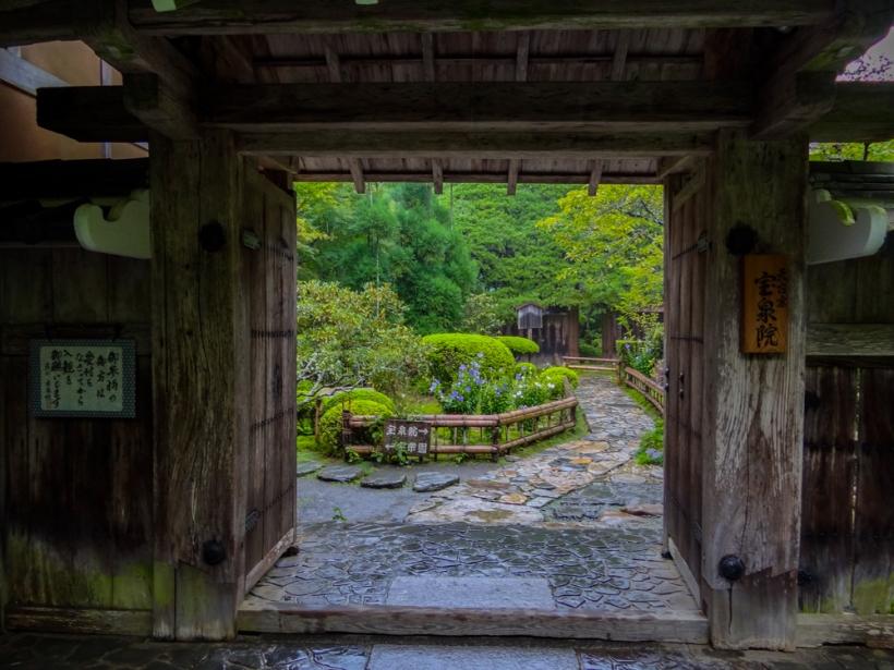 Entry into Hosen-in
