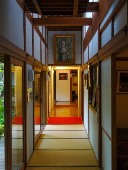 First hallway in Hosen-in.